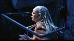 Kan en utstilling omslutte deg som en lun dyrekropp? Kan en bevegelig performancekunstner skape dynamikk i en statisk utstilling? Kan trollet i deg slippes løs? Kan det skje mirakler i Museet for samtidskunst? Troll, Daenerys Targaryen, Game Of Thrones Characters, Fictional Characters, Art, Culture, Art Background, Kunst, Performing Arts