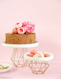 DIY Metallic Gold Geometric Cake Stand - learn to craft these easy and pretty pedestal stand for your party, wedding or holiday celebrations! Wedding Cake Stands, Cool Wedding Cakes, Party Wedding, Wedding Table, Geometric Cake, Geometric Wedding, Geometric Furniture, Metal Cake Stand, Crafts To Make And Sell