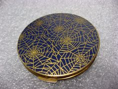UNUSUAL VINTAGE STRATTON SPIDER WEB COMPACT ~ENGLAND~ GOLD WEBS ON NAVY BLUE  | eBay