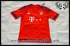 Le nouveau maillot FC Bayern Munich 2015-16 Domicile mettra en vedette deux tons rouges, après Adidas introduit un rouge / bleu rayé maillot Bayern München en été 2014. Pour la saison 2015-16, le nouveau FC Bayern Munich 15-16 Domicile Kit sera de retour à la couleur principale rouge traditionnel, qui sera combiné avec les applications de bordeaux et logos blancs.