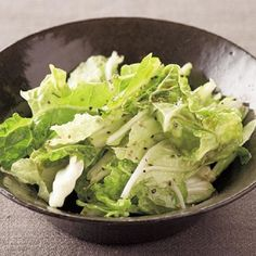 白菜を買ったら、まず「白菜の塩だれサラダ」サラダに。葉がシナシナしてきたなと思ったら鍋にして、芯が残ったらまたこのサラダに……というのが、我が家の白菜使い切りの... Lettuce, Food And Drink, Cooking Recipes, Dishes, Vegetables, Yahoo, Yukata, Kimono, Japanese
