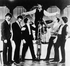 The Beatles, John Lennon, Paul McCartney, George Harrison, Ringo Starr Beatles One, Beatles Funny, Beatles Photos, Beatles Guitar, Paul Mccartney, John Lennon, Great Bands, Cool Bands, Just Good Friends