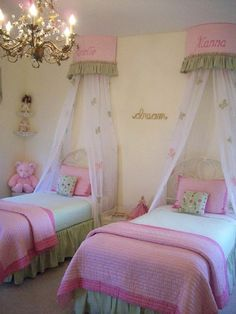 Bedroom , Perfect Bedroom For Twin Girls : Princess Pink Bedroom For Twin Girls With Canopies