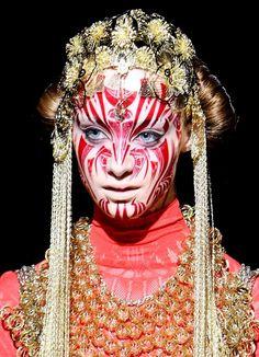 face paint make up headdress native Maquillage Halloween, Halloween Makeup, Party In Berlin, Art Visage, Photo Portrait, Make Up Art, We Are The World, Fantasy Makeup, Costume Makeup