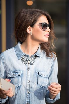 Get The Bauble Babe Look - Jillian Harris Jillian Harris, Womens Fashion For Work, Look Fashion, Fashion Outfits, Statement Necklace Outfit, Statement Necklaces, Collar Necklace, Denim And Diamonds, Bib Necklaces