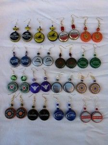 Gonna make these! So excited:))) Bottle Cap Earrings, Bottle Cap Jewelry, Bottle Cap Art, Bottle Top Crafts, Bottle Cap Projects, Beer Cap Art, Beer Caps, Wire Crafts, Jewelry Crafts