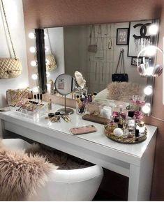 20 best makeup vanities & cases for stylish bedroom makeup vanity decor Sala Glam, Vanity Room, Bedroom Makeup Vanity, Makeup Vanity Decor, Closet Vanity, Mirror Vanity, Bedroom With Vanity, Ikea Mirror, Small Vanity