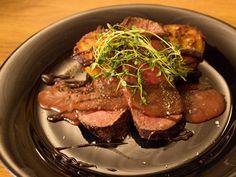 Hannas helstekta ryggbiff med potatismuffins och portvinssås (kock Hanna - Mariestad)