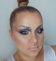 #glitterweekchallenge DAY 1: Creative Brows.  GALACTIC BALLERINA  ---- PRODUCTS: All the neutral shades from the @thekatvond Mi Vida Loca palette the 2 Grey-ish shades from @viseart 01 Palette @stefanmakeup Black gel liner and @nyxcosmetics White Pearl pigment to highlight EVERYTHING. In my brows I used Silver leaf Holographic Silver Mylar flakes Glitters from spotlight (also Silver holo) aaand @starcrushedminerals Cosmic Bombshell glitter on my brows and eye lids.  ....... LIP COLOR…