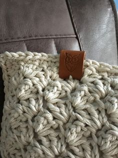 Learn To Crochet, Chrochet, Merino Wool Blanket, Om, Crafts, Irene, Crochet Stitches, Throw Pillows, Crocheting