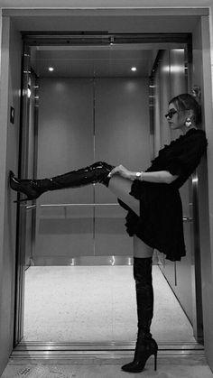 Badass Aesthetic, Classy Aesthetic, Bad Girl Aesthetic, Aesthetic Fashion, Foto Glamour, Shotting Photo, Photographie Portrait Inspiration, Poses Photo, Photography Poses Women