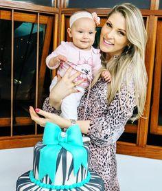 .... maio deste ano em meu aníver! Posso com tanta fofura @sionelliguasso ?!?! Linda e querida demais nossa pequena Cecília !  #godisgood #tksgod #sobeautiful #soblessed #amo #princesa #saudades #anjinho #presentededeus #instalove
