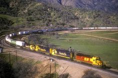 1988-02-05 ATSF 5182 Walong, CA - Even though it's February it's green in the Tehacapi Mountains. An SD40-2 in the Kodachrome scheme leads an eastbound intermodal train around the Tehachapi Loop.
