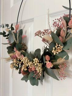 Decoration Table, Christmas Tree Decorations, Christmas Wreaths, Christmas Ornaments, Dried Flower Wreaths, Dried Flowers, Xmas Flowers, Natural Christmas, Noel Christmas