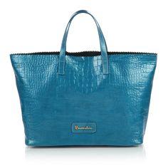 #bag #Africa #braccialini #blue A smile for Africa. Parte del ricavato della vendita di queste borse verrà devoluto per la realizzazione di un pozzo artesiano in Etiopia.