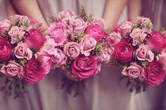 Vestidos em tons de rosa para madrinhas e formandas. Ideias de decoração de casamentos.
