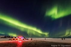 Islandia. Taquillazos como Interstellar o La Guerra de las Galaxias: Episodio VII, además de la serie de televisión Juego de Tronos han dado a conocer el hielo y el fuego de este país a todo el mundo. Pero la belleza natural de las auroras boreales, las piscinas termales y el túnel de hielo más largo de Europa (está construido en un iceberg) son capaces de proporcionar a cualquier viajero recuerdos imborrables.