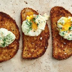 The easiest way to poach perfect eggs Arbonne Nutrition, Holistic Nutrition, Proper Nutrition, Nutrition Articles, Nutrition Guide, Healthy Meals To Cook, Healthy Recipes, Perfect Eggs, Precision Nutrition