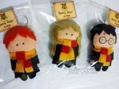 Lembrancinhas da turminha de Hogwarts do filme Harry Potter. Em forma de chaveiros ou ímãs, feitos em feltro e totalmente costurados à mão.  www.facebook.com/feltrolices www.elo7.com.br/feltrolices