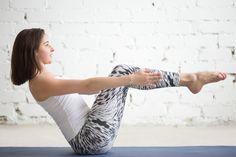 ボディメイキング効果や痩せやすい体質にしてくれることもあって人気のヨガ。無理な食事制限や筋トレ、ジョギングをしなくても、ヨガのポーズで美しいカラダを手に入れることができます。ぽっこりお腹や便秘改善、腰痛改善にも効くポーズをご紹介します。