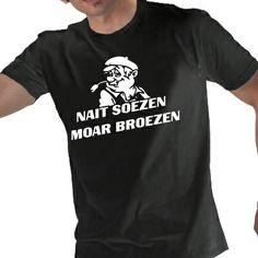 Zwart heren t-shirt met het bekende groningse gezegde: nait soezen moar broezen (geen woorden maar daden) met illustratie