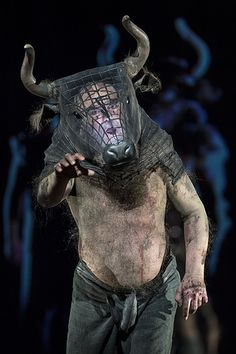 John Tomlinson as the Minotaur Royal Opera House / Bill Cooper 2013 Minotaur Costume, Bühnen Design, Puppet Costume, Art Du Cirque, Theatre Costumes, Theatre Props, Stage Design, Theatre Design, Performing Arts