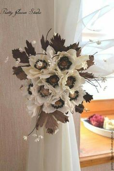 Curtain Holder, Curtain Ties, Curtains, Ideas Prácticas, Window Treatments, Home Accessories, Diy And Crafts, Backdrops, Fancy
