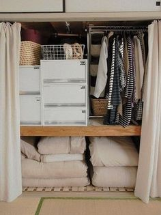 Pin by komaii.op on 収納術 Small Apartment Closet, Apartment Closet Organization, Apartment Ideas, Japanese Apartment, Japanese Bedroom, Small Apartments, Small Spaces, Shipping Container Home Builders, Aesthetic Bedroom