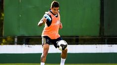 O atacante Dudu participa de treino no Palmeiras, mas é dúvida para o clássico
