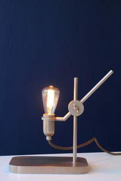 De Lighten Up tafellamp van Studio Jolanda van Goor zal zijn premiere beleven in Milaan. De verlichting, met zijn parmantige uiterlijk, zal zichzelf presenteren binnen het Meet & Matter concept van Tuttobene in Zona Tortona.
