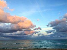 Soo Surreal...✨ . . . . . . #art #beautifuldestinations #nature #beauty #tumblr #beach #sunset #welivetoexplore #nofilter #love #blogger #beautiful #pretty #travel #wonderful_places #travelblogger #artist #sky #God #travelgram #neverstopexploring #entrepreneur #photography #passionpassport #wanderlust #instatravel #style #photooftheday #vsco #miami