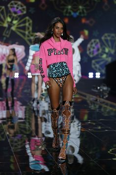 Leave it to Grace Mahary to turn the runway PINK in her Cowl Neck Hoodie & Knitted Bodysuit.