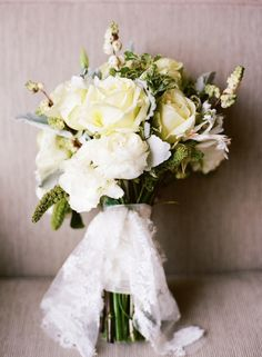 new-orleans-french-quarter-wedding-white-yellow-rose-bouquet-lace-wrap