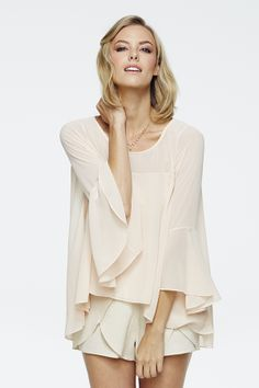 Love this flowy top from @LaurenConrad.com and @Emily Pender  Chic Peek: My Spring Paper Crown Collection