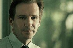tumblr_ngobo7x95H1rk3nm5o4_r1_400.gif (260×173) Hot British Men, British Actors, Schindler's List, Ralph Fiennes, 3 Boys, Best Actor, James Bond, Films, Libros