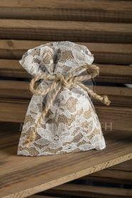 Μπομπονιέρα πουγκάκι λινάτσας ντυμένο με δαντέλα και φιογκάκι από σχοινί