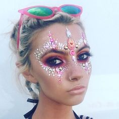 love her makeup + jewels + hair. #festival #fashion #rave