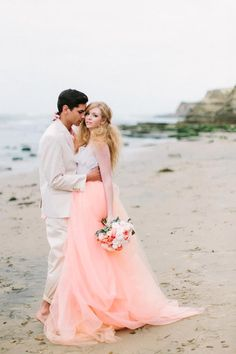For all the brides out there... how stunning is this picture?  Love this for an engagement session.  AmandaMadelineStudios