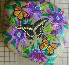 "Galet peint ""Monarchs and Giant Swallowtail"" by Nanette Carton"