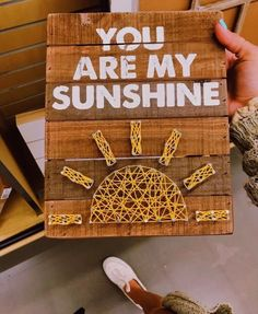 You are my Sunshine string art Cute Crafts, Diy And Crafts, Arts And Crafts, Ideias Diy, You Are My Sunshine, Mellow Yellow, Crafts For Teens, Craft Videos, Diy Room Decor