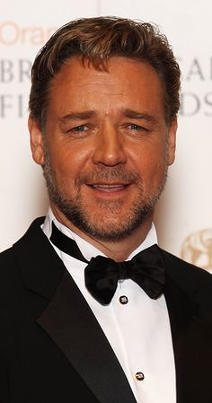 John Russell, Russell Crowe, Gladiator Movie, Michael Chiklis, Actor John, Singing Lessons, Stephen Amell, Les Miserables, Hollywood Actor