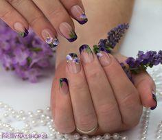#nails #trend #purple #messe Für die Messe in Wiesbaden habe ich meiner Kollegin Kirsche die Nägel hübsch gemacht. Alles was ihr hierfür braucht sind die extreme Pinchtips, das Make-Up Gel natur, das Farbgel cosmos purple dust und die One-Stroke Farben weiß, lila und grün. Viel Spaß beim Ausprobieren! Eure Janne
