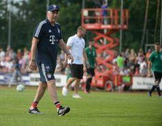 Carlo Ancelotti, Running, Sports, Fc Bayern Munich, Hs Sports, Keep Running, Why I Run, Sport