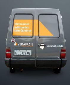 A Mglcom realizou uma personalização parcial de veículo (Fiorino) paraa empresa Vedafácil. A personalização foi feita com vinil adesivo importado, em recorte eletrônico, seguindo o projeto inicial da frota também desenvolvido por nós.