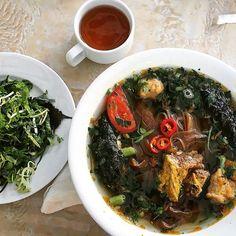 Bánh đa cua Hải Phòng . . . . . #breakfast ##brekkie #noodlesoup #rednoodles #crabpaste #chảlálốt #cua #banhdacua #haiphong #vietnamesefood #vietnam #trip #holiday #treat #foodie #food #foodporn #foodpics #foodforthought #sydneyfoodiez  Yummery - best recipes. Follow Us! #foodporn