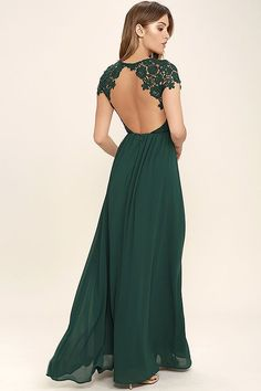 Celebrate your timeless beauty in The Greatest Forest Green Lace Maxi Dress! Stunning floral lace overlays a princess seamed bodice with a backless design and maxi skirt.