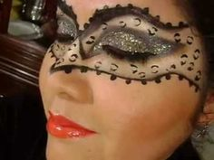 Hola Chicas hoy les dejo mi primera propuesta de halloween del año, inspirada en un antifaz en animal print, los labios tambien tienen importancia en este ma... Mascarade Makeup, Masquerade Mask Makeup, Cool Face, Face Fun, Facial, Cool Halloween Makeup, Pelo Natural, Best Makeup Products, Make Up