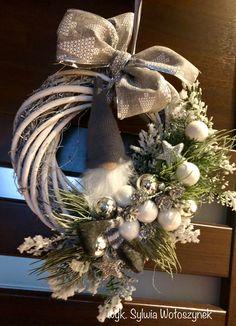 Wianek Boze Narodzenie 2018 wyk Sylwia Wołoszynek Christmas Makes, Christmas Door, Primitive Christmas, Country Christmas, Christmas Time, Christmas Projects, Christmas Crafts, Christmas Decorations, Christmas Ornaments