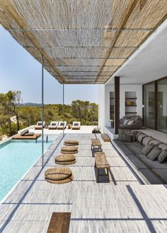 This house in Ibiza is the work of a renowned designer PLANETE DECO a homes world Ibiza, Design Exterior, Terrace Design, Patio Design, Outdoor Living, Outdoor Decor, New Homes, Backyard, House Design