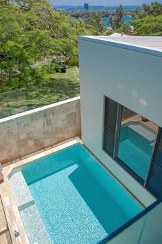Small plunge pool fully tiled with Spanish glass mosiacs and travertine surrounds Concrete Pool, Concrete Design, Swimming Pool Construction, Fiberglass Swimming Pools, Pool Builders, Plunge Pool, Travertine, Pool Designs, Gold Coast
